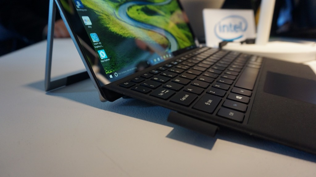 acer_switch_alpha_12_keyboard